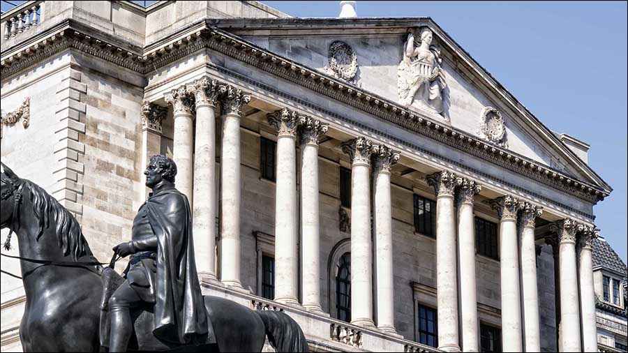 Bank of England pays men more than women, says report