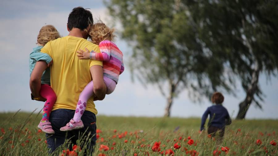 Calls for employers to offer more support regarding extended paternity leave