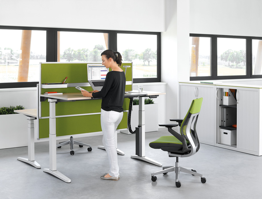 New Desk Allows Health Conscious Workers To Stand Up And