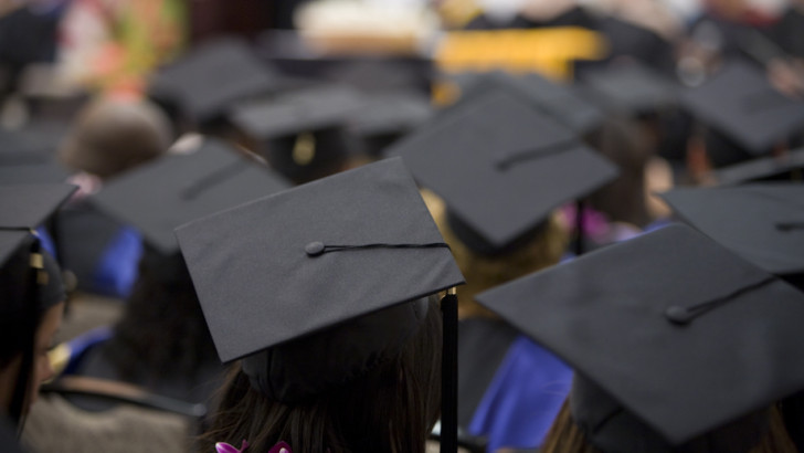 Female graduates earn less than male graduates