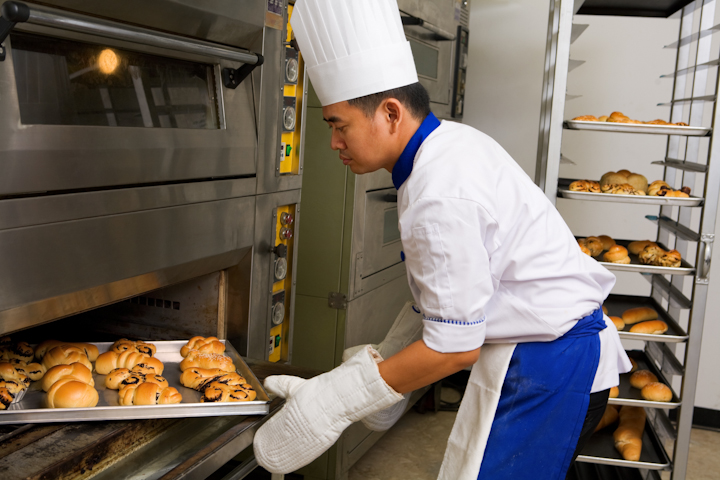 Food and grocery industry opens its doors to 15,000 unemployed young people